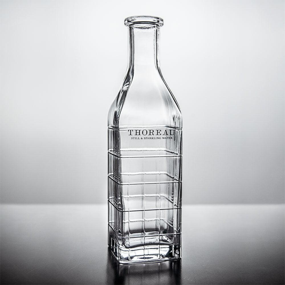 Flaska med graverade rutor